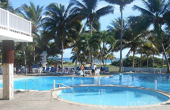 Las playas del este de la habana en cuba for Casas con piscina en cuba