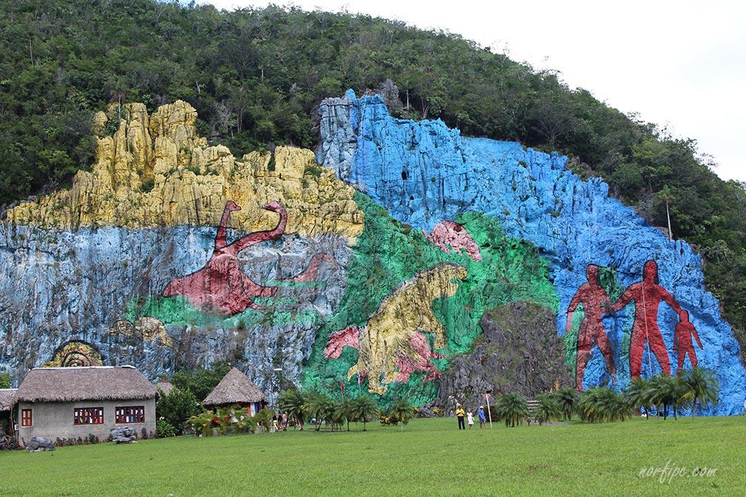 El valle de vi ales el paisaje mas impresionante de cuba for Mural de la prehistoria cuba