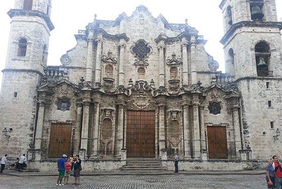 Frente de la Catedral de la Habana